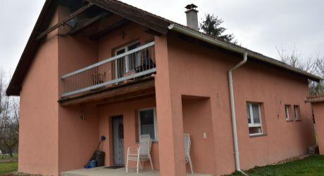 5 - izbový rodinný dom 120 m2 obytná plocha, 1850 m2 pozemok pri ramene Dunaja - Dunasziget