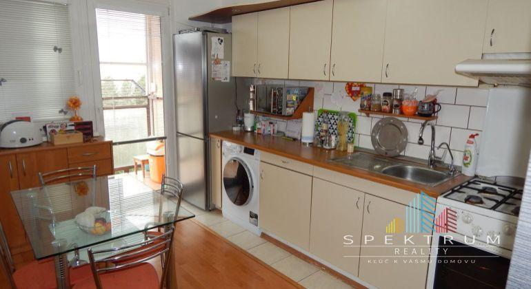 Exkluzívne-Na predaj 3 izbový byt, 69 m2, Prievidza, Zápotôčky