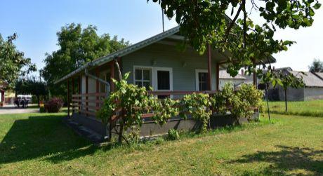 3 - izbový rodinný dom so saunou  70 m2, pozemok 1173 m2  -  Lipót
