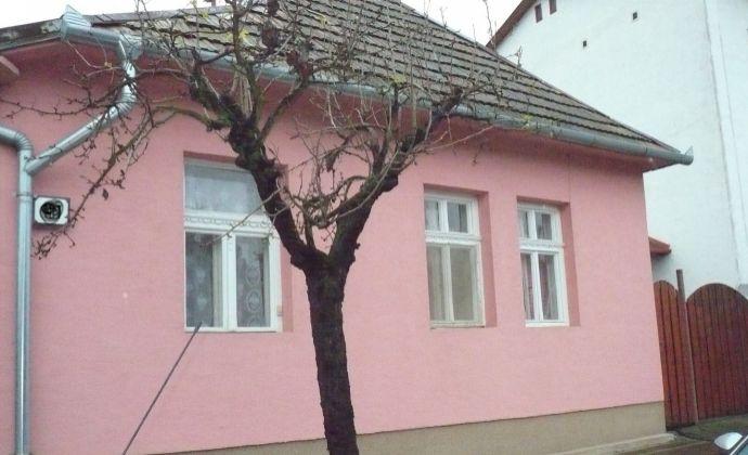 Na predaj krásny rodinný domček v obci Chľaba.