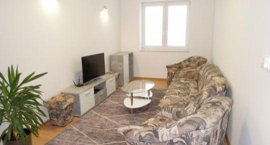 Veľký 2 + 1 izbový BYT V SENCI v širšom centre, Pribinova ul.