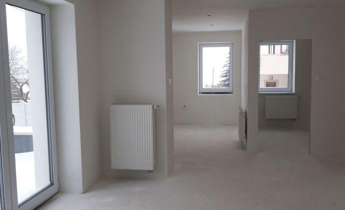 TOP -  3 izbový byt Nitra - Zobor (holobyt) s garážou, pivnicou a tearsou