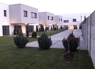 Areté real, Predaj veľkometrážnej novostavby tehlového 3-izbového bytu s priestrannou terasou v dobrej lokalite v Pezinku
