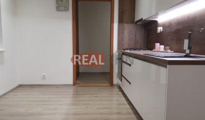 REALFINN EXKLUZÍVNE PREDANÉ - 3 izbový byt Nové Zámky,  S.H.Vajanského, VIDEO