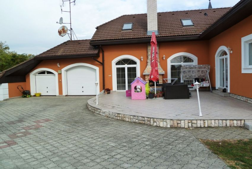 Predaj Rodinné domy Slovenské Ďarmoty-1