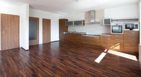 Predaj priestranného 3 izbového bytu v novostavbe s garážovým státím na Námestí hraničiarov v Petržalke