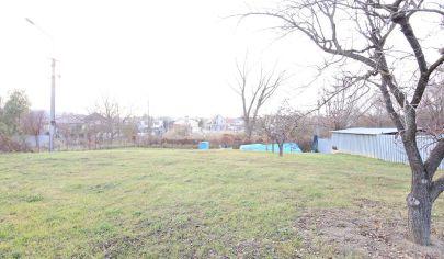 Exkluzívne iba v APEX reality rovinatý stavebný pozemok v obci Dvorníky, 773 m2, IS na pozemku