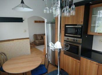 Priestranný 3 izbový byt s pekným výhľadom