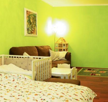 PREDAJ - 2 izbový byt s BALKÓNOM - 60 m2 - tichá lokalita - začiatok Petržalky - Mlynarovičova ul