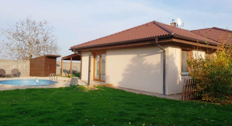 PREDAJ –  krásna novostavba - 5-izbový rodinný dom s bazénom a krbom, - Tureň, okr. Senec