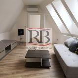 Klimatizovaný priestor vhodný ako kancelária s bývaním, v srdci Bratislavy, 74 m2