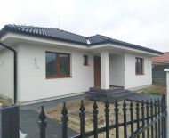 DIAMOND HOME s.r.o Vám ponúka na predaj kvalitne postavený 4 izbový rodinný dom typu bungalov 1 km od Dunajskej Stredy