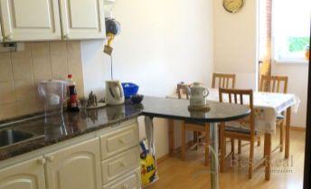 Best Real - 3 izbový byt na Podzáhradnej, 1/10 poschodie, čiastočná rekonštrukcia.