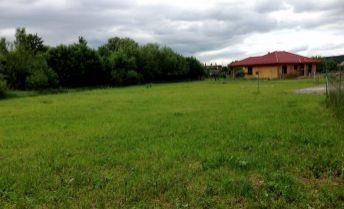 Rovinatý, slnečný pozemok pre rodinný dom v Bojniciach 630m2 - so stavebným povolením