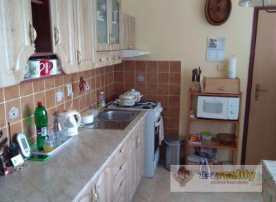 2785 Na predaj pekný 4-izbový byt v Nových Zámkoch sídl. JUH.