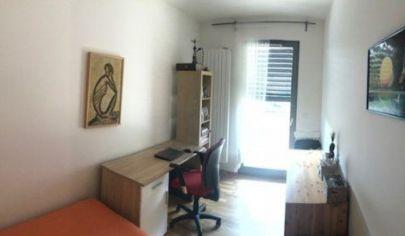 Ponúkame na prenájom krásny 4. izbový byt v novostavbe kompletne zariadený s veľkou terasou a výťahom na ulici Rudolfa Mocka v Karlovej Vsi.