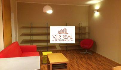 Ponúkame na predaj 2. izbový byt s pekným výhľadom, zariadený, s balkonóm a vyhradeným parkovaním na Martinčekovej v Ružinove.