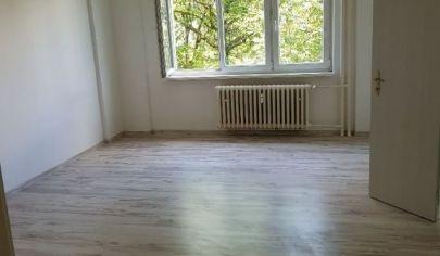 Ponúkame na predaj 4. izbový byt po čiastočnej rekonštrukcií s 2 loggiami na Sabinovskej ulici, Ružinove.