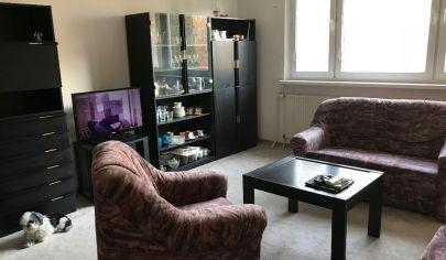 Ponúkame na predaj 1.izbový byt bezbarierový, zateplený, slnečný, zariadený po čiastočnej rekonštrukcií na Veternicovej ulici v Karlovej Vsi.