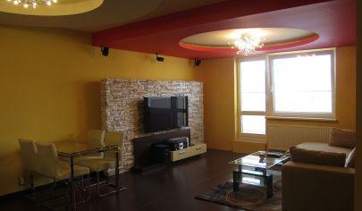 Ponúkame na prenájom krásny zariadený 3. izbový byt v novostavbe s balkónom a parkovaním na Saratovskej ulici v Dúbravke.