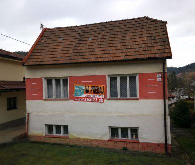 Znížená cena!!Exkluzívne iba u nás. Ponúkame na predaj starší rodinný dom neďaleko centra mesta Považská Bystrica.