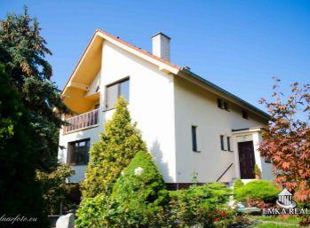 POD KARPATAMI ! Krásny 6 + 1 izbový dom v lukratívnej časti Limbachu na 11 ár. pozemku