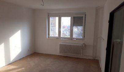 Ponúkame na predaj 3. izbový byt po kompletnej rekonštrukcií v stave holobytu s loggiou bez výťahu na Pribinovej ulici v Senci.