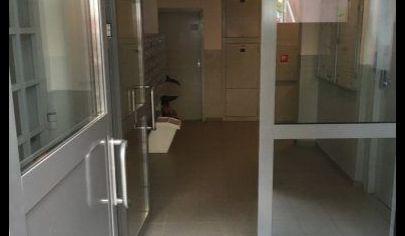 Ponúkame na predaj 4. izbový byt, nezariadený po čiastočnej rekonštrukcií na Ipeľskej ulici v Podunajských Biskupiciach.