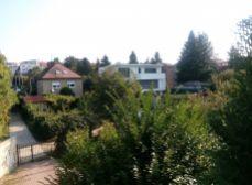 pozemok STARÉ MESTO - Lovinského - lokalita Horský park !!  519 m2 - s rodinným domom !!