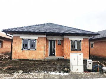 **UŽ VO VÝSTAVBE: Nadštadnadrne vyhotovené 5 izb. rodinné bungalovy!!*
