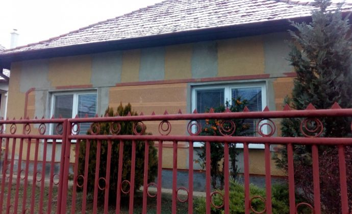 TOP! Na predaj suchý, udržiavaný  3 izb. rodinný dom v malebnej dedinke Veľké Lovce, vzdialenej len 7 km od Podhásjkej