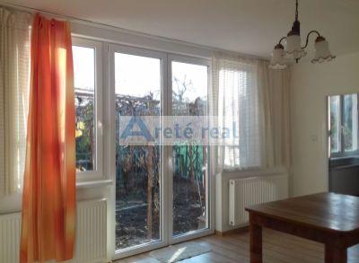 Areté real-Prenájom slnečného 2 izbového bytu v r.domom,samostatný vstup,kompletná rekonštrukcia