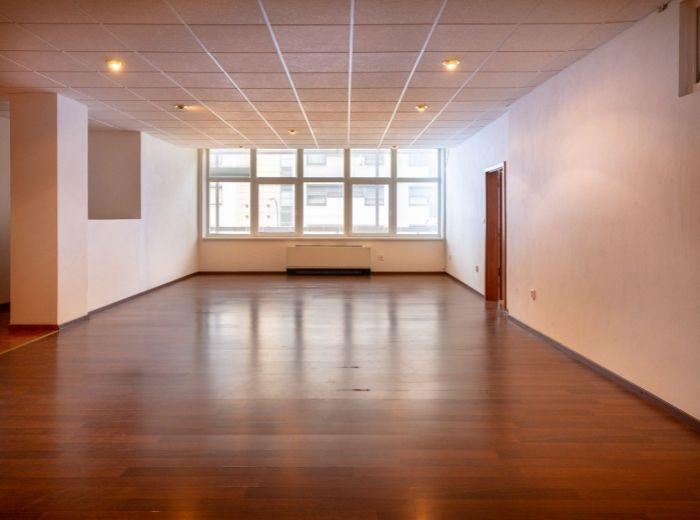 HLAVÁČIKOVÁ, 4-i byt, 270 m2 – ROZĽAHLÁ DISPOZÍCIA BYTU, vlastný wellness, BLÍZKOSŤ PRÍRODY