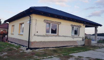 NA PREDAJ:  Rodinný dom s garážou len 30km od Bratislavy, v obci Jelka