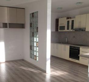 Prenájom 1 izbového bytu v NOVOSTAVBE s loggiou orientovaného do medzi-bloku - Uzbecká ulica - Podunajské Biskupice