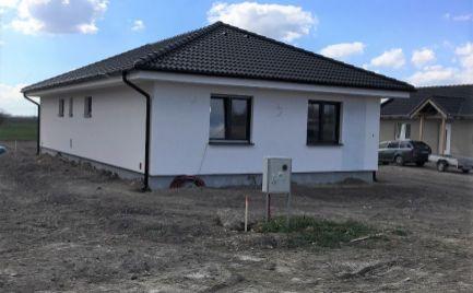 PRED DOKONČENÍM – komfortný 4 izb bungalov v slepej uličke v obci Masníkovo