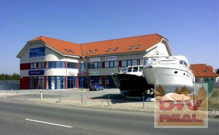 Prenájom: obchodný priestor 79m2, ul. Svornosti, Podunajské Biskupice, parkovanie pred budovou, 1 strana bilboardu gratis