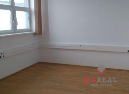 Kancelárske priestory na prenájom  v Petržalke 400 m2.