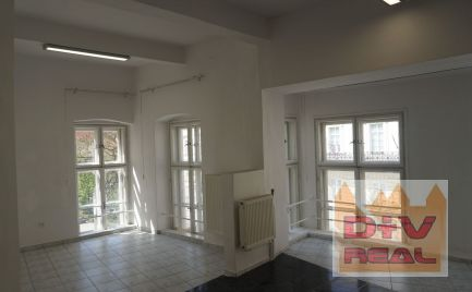 D+V real ponúka na prenájom: 2 kancelárie, Župné námestie, Bratislava I, Staré Mesto, 2.poschodie, aj pre kozmetiku, manikúru a pod.