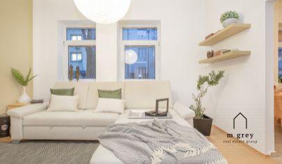 Rezervovaný priestranný 2 izbový byt s vysokými stropmi v centre diania