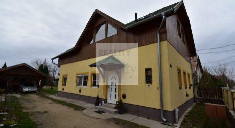6 - izbový priestranný rodinný dom 150 m2, pozemok 1100 m2 - Rajka