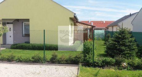 3 - izbový samostatne stojaci rodinný dom 68,19 m2, pozemok 300 m2 - Rajka