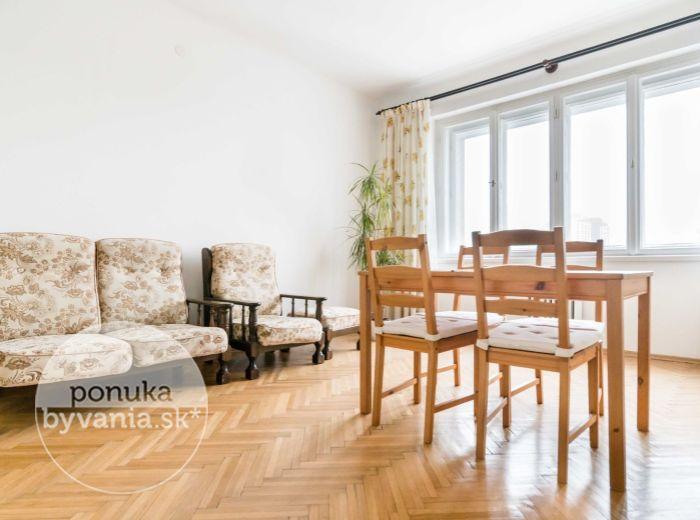 PREDANÉ - TRENČIANSKA, 2-i byt, 50 m2 – kompletná rekonštrukcia, BALKÓN, ihneď voľný
