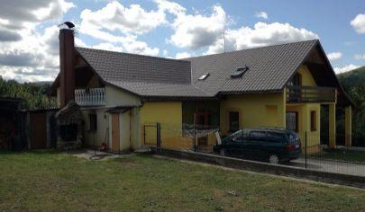 OSLANY, EXKLUZÍVNE Rodinný dom s pozemkom 2794 m2