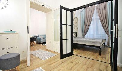 NÁDHERNÝ 2-izb. byt priamo PRI DÓME SV. ALŽBETY, HLAVNÁ ul. / CENTRUM - Staré Mesto