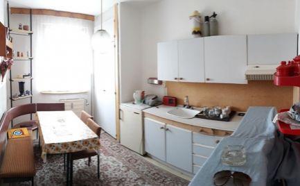 REZERVOVANÉ  - 3 izbový, Sekčov - Karpatská, 60 m2, loggia, pivnica, OV