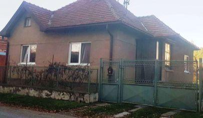 BOŠANY 3 izbový rodinný dom, garáž, pozemok 500 m2,okr. Partizánske