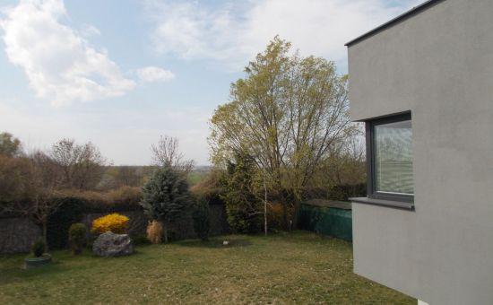 Prevádzkový objekt s 242m2 ÚP, s pozemkom 952m2, 7xparking, terasa, skladové priestory, Stupava