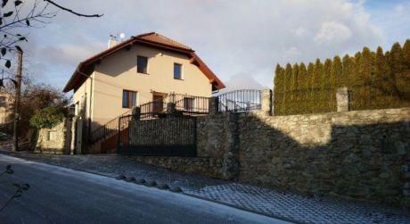 Kuchárek-real: Predaj luxusného 4 izbového domu v Budmericiach.