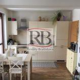 Pekný útulný 2izb byt s garážovým státím v novostavbe v Karlovej Vsi, Molecova